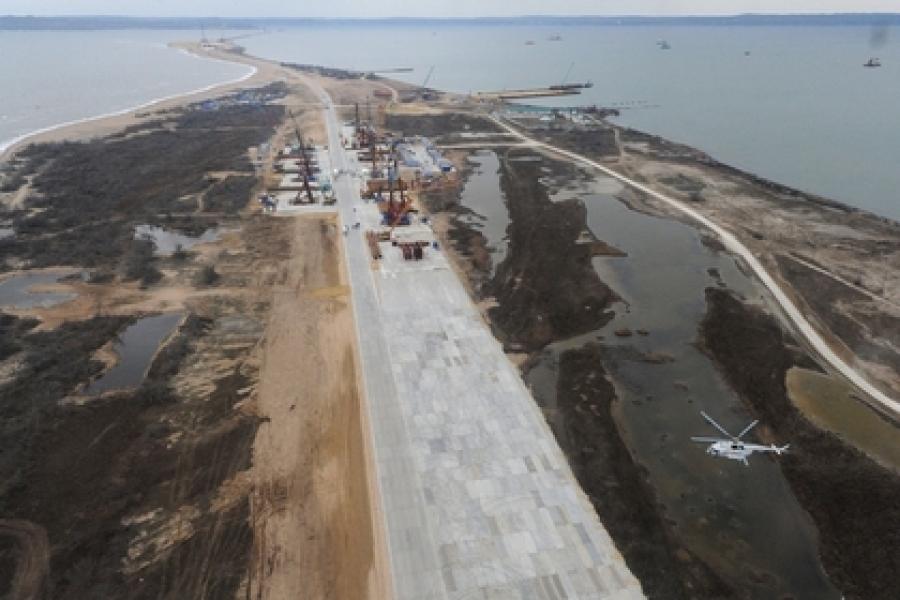 В Киеве объяснили невозможность строительства Крымского моста движением плит