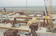 Турецкий сухогруз снес опоры моста в Керченском проливе