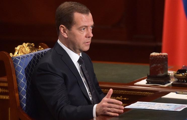 Медведев утвердил план реализации стратегии производства детских товаров