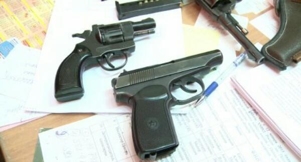 Силовики нашли незарегистрированное оружие в доме экс-мэра Дербента