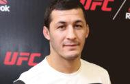 Боец UFC Рашид Магомедов спас тонущего в канале имени Октябрьской революции ребенка