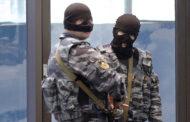 Для проведения обыска в одном из домов Яралиева правоохранители применили силовое воздействие