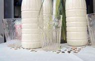 Вместо молока россияне пьют известь, мел, гипс: как фальсифицируют