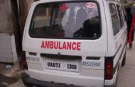 Индийская пара сыграла свадьбу в машине скорой помощи
