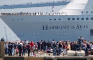 В порт Барселоны прибыл самый большой круизный лайнер в мире