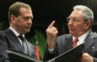 Медведев поздравил Рауля Кастро с 85-летием