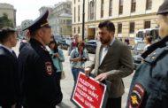 Леонида Волкова задержали за одиночный пикет против переназначения Чайки