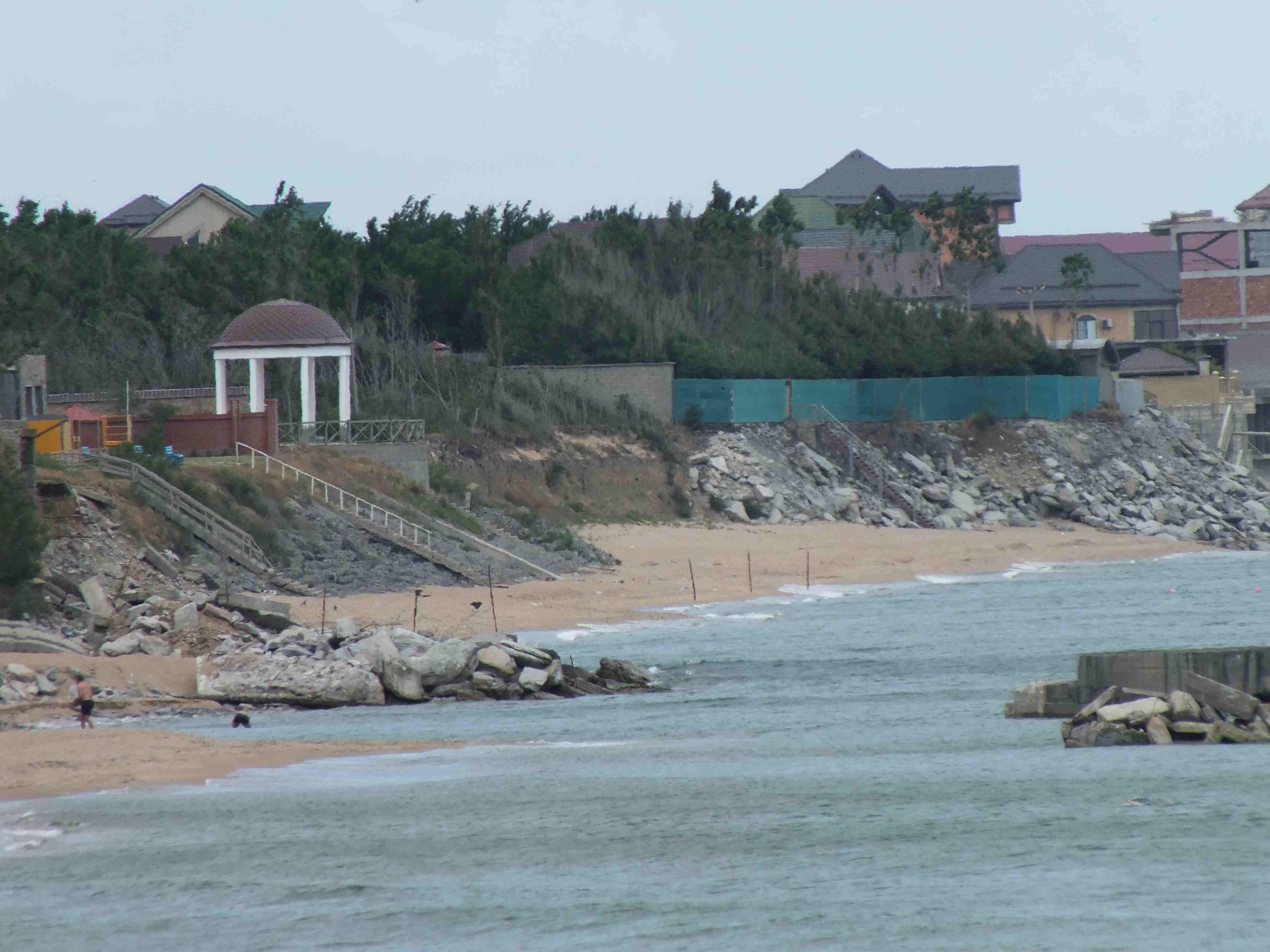 Когда Прокуратура обеспечит жителям и гостям Махачкалы свободный доступ к морскому берегу?