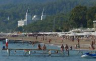 Путин поручил снять ограничения на поездки туристов в Турцию