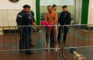 В московском метро полицейские начали раздевать людей