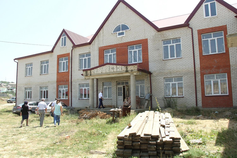 А тем временем в Буйнакском районе возобновили строительство школы
