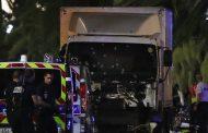 Очевидцы: грузовик сбивал людей