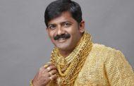 В Индии до смерти забили всемирно известного бизнесмена в золотой рубашке