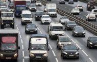 Автомобили алиментщиков хотят метить наклейками