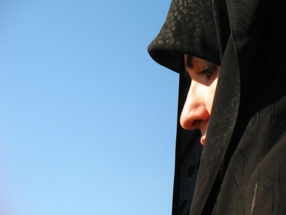 Телеведущая в хиджабе вызвала скандал в Британии