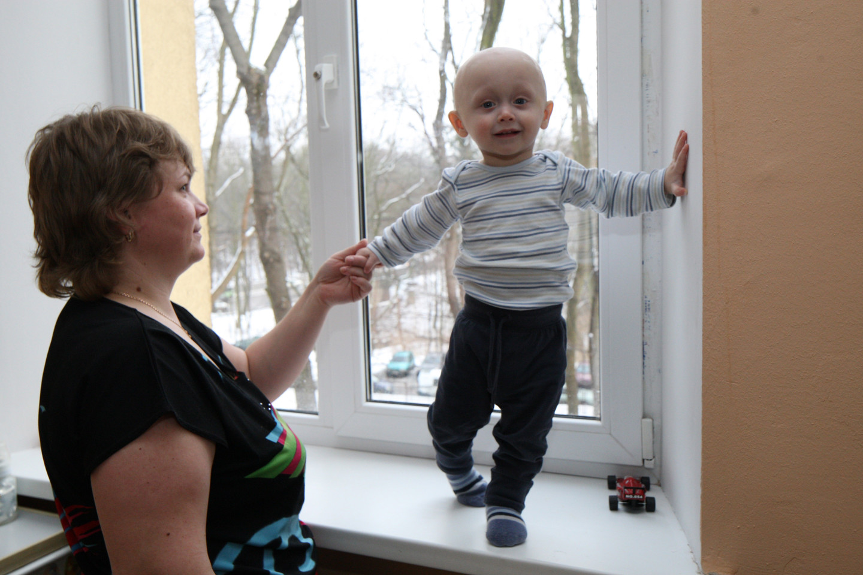 Онкобольные дети в ожидании леденцов с морфином
