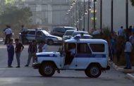 В Дербенте обстреляли из автомобиля двух полицейских
