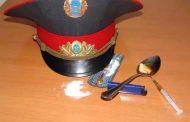 Полицейский отнял наркотические препараты и деньги у жительницы Хасавюрта