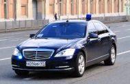 Москвич пять минут не пропускал автомобили с правительственными номерами | Видео