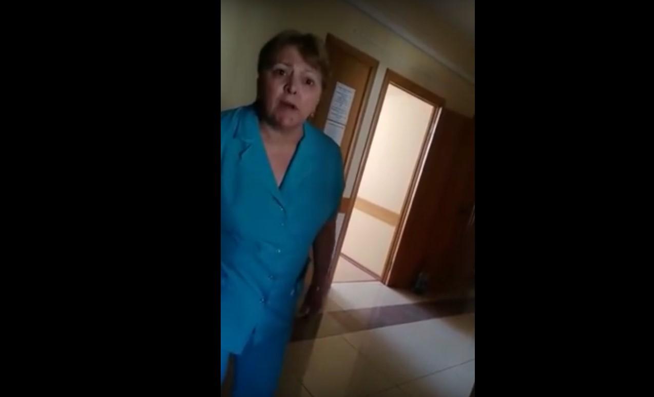 Скандал в махачкалинской больнице. Врач отказывается осматривать ребенка | Видео