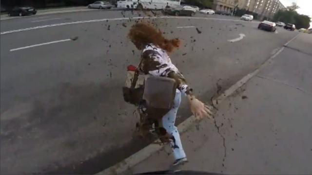 Злоумышленники выложили в сеть видео с облитой фекалиями Юлией Латыниной