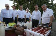 Медведев пообещал помочь сельхозпроизводителям