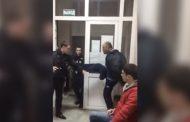 Федеральный судья отпинал задержавших его полицейских