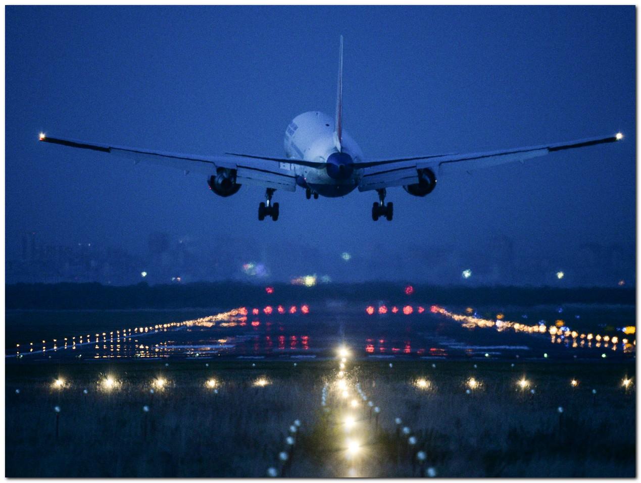 МОЛНИЯ: в аэропорт Брюсселя направляются два самолета с бомбами на борту