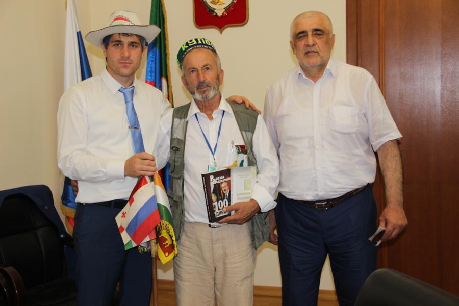 В гостях у коллектива Дагкомрелигии побывал путешественник из Таджикистана