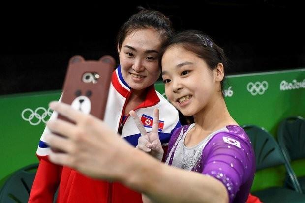 Гимнастку из КНДР могут расстрелять за селфи со спортсменкой из Южной Кореи
