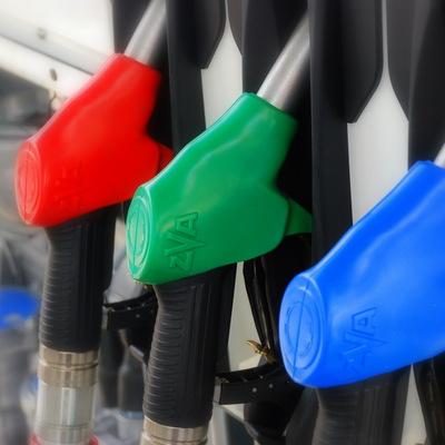 Россиянка отсудила свыше 70 тысяч рублей за разбавленный бензин