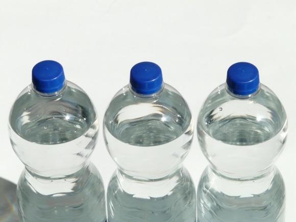 Ученые: Вода из пластиковых бутылок – вредна