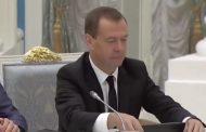 Медведев гоняется за покемонами на совещании | Видео