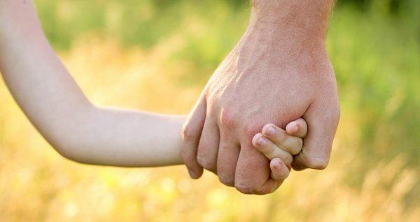 Абсолютно сторонняя тетка может отвести девочку на обряд обрезания...