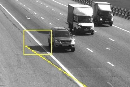 В России теперь штрафуют за пересечение сплошной полосы тенью машины?