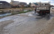 Жители поселка Семендер сбрасывают канализацию в КОР