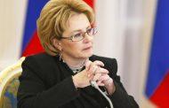 Глава Минздрава РФ спасла пассажирку с инсультом в самолете