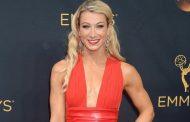 Каскадер в вечернем платье сделала кульбит на красной дорожке премии «Эмми»