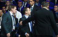 Медведева эвакуировали из зала в Сколково