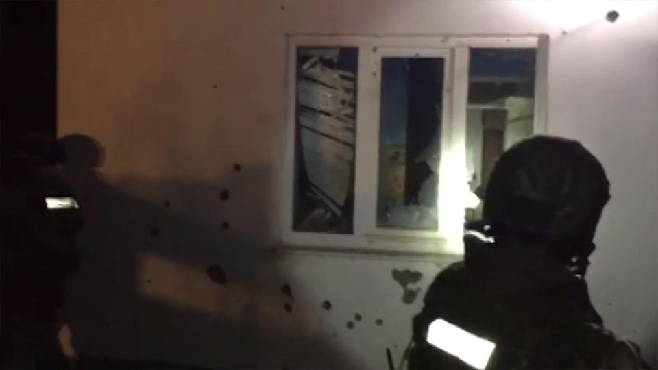 Опубликовано видео с места ликвидации боевика в Дагестане (18+)