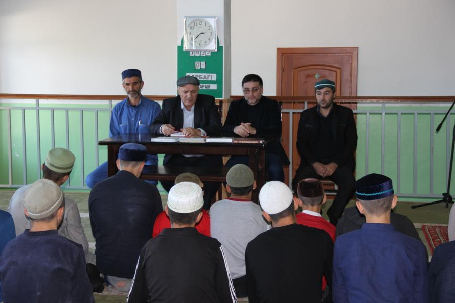 Сотрудники Дагкомрелигии посетили исламские религиозные учреждения в Кизилюртовском районе