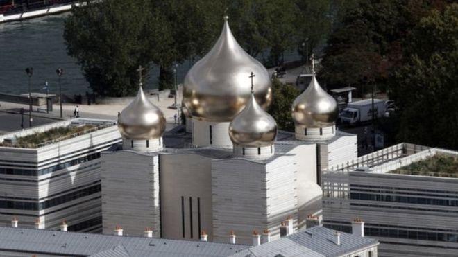 Charlie Hebdo сделал карикатуру на российский духовно-культурный центр в Париже