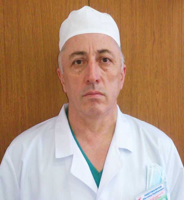 Дагестанский хирург Магомед Абдулжалилов признан лучшим врачом 2016 года