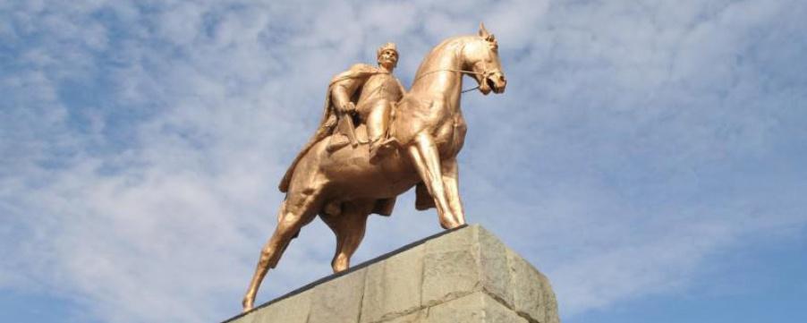 Минкультуры: Памятник Махачу Дахадаеву позолочен незаконно