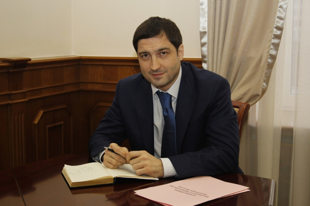 Абдулатипов уволил вице-премьера Дагестана Артура Сибекова