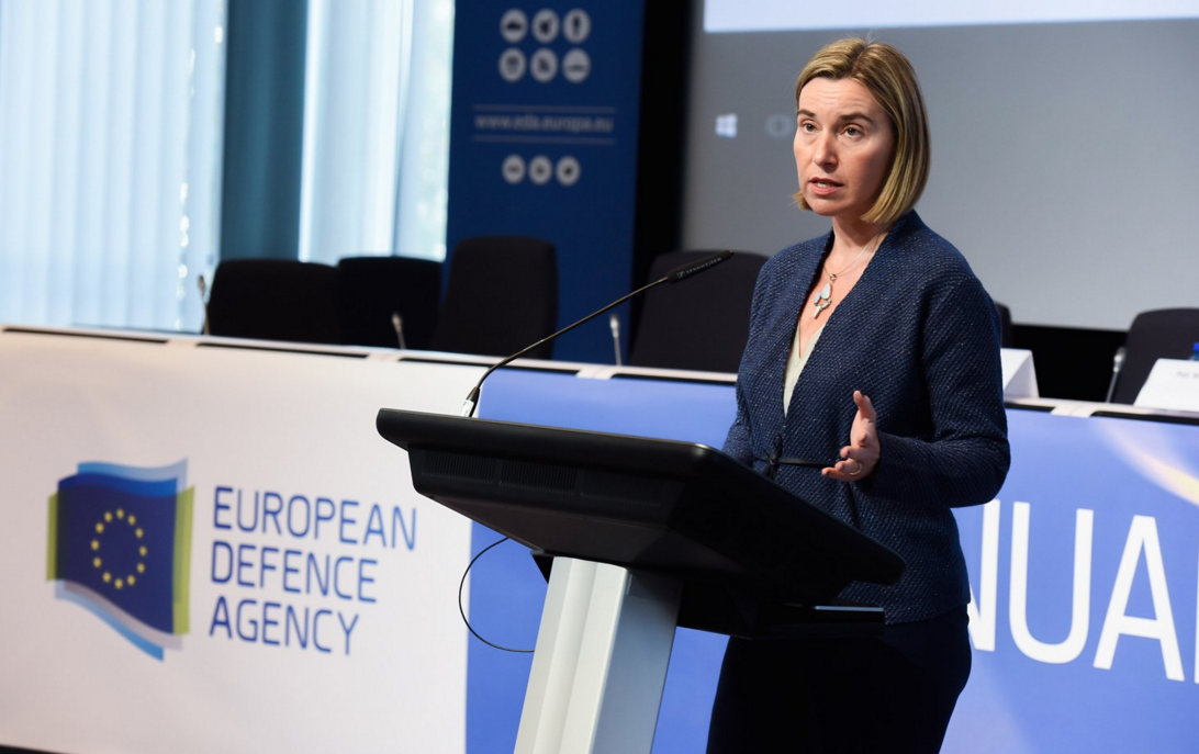 Могерини: ЕС не изменит политику в отношении России, даже если это сделают США