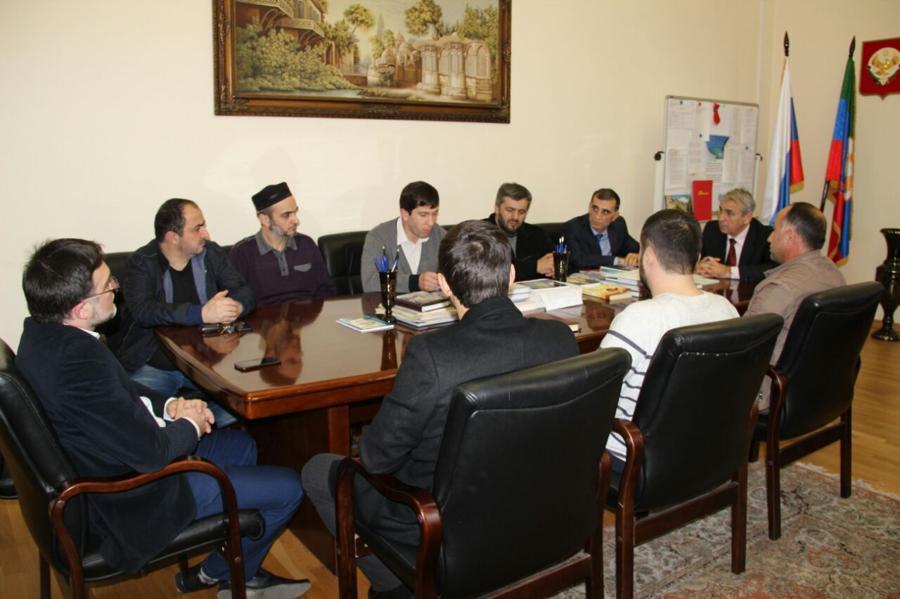 Ситуацию с ОКИ в религиозных образовательных учреждениях обсудили на совещании в Дагкомрелигии