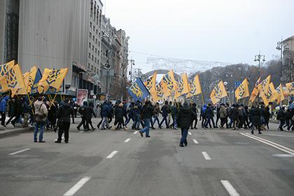 На майдане Незалежности начались стычки с силовиками