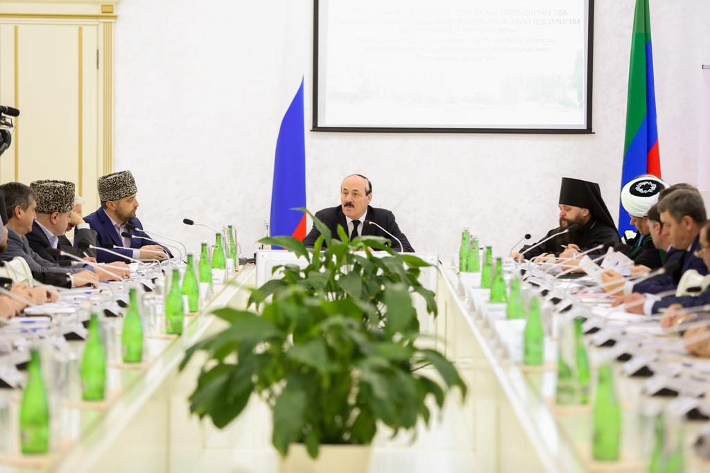 Духовные лидеры конфессий обсудили на всероссийской конференции в Махачкале вопросы межрелигиозного сотрудничества в противодействии идеологии терроризма