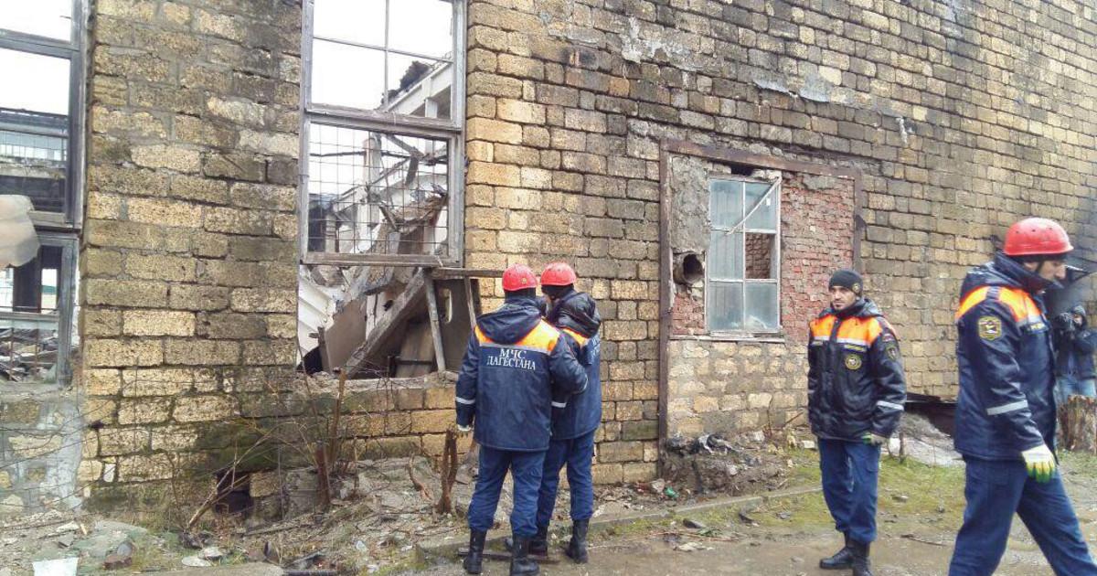 При обрушении крыши на заводе в Махачкале погиб один рабочий (Видео)